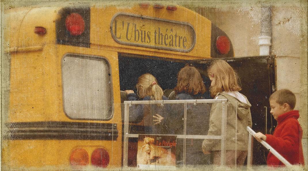 Un théâtre dans un autobus scolaire - Ubus Théâtre / Photo : Christopher Manquillet